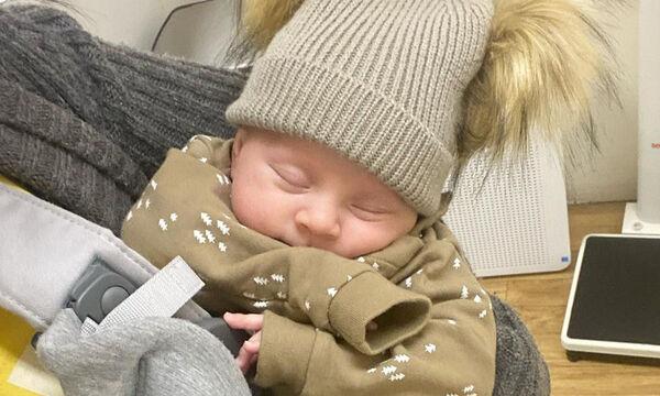 Αυτό το χαριτωμένο μωράκι είναι ο δύο μηνών γιος διάσημης μαμάς