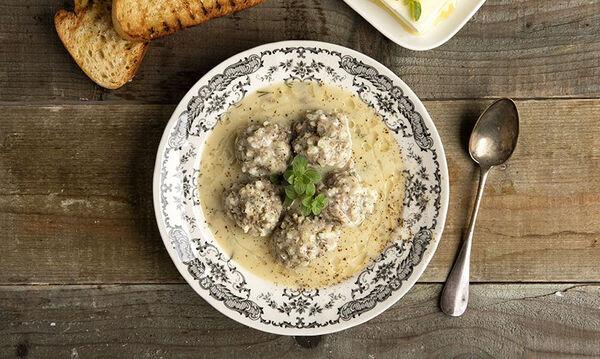 Η συνταγή του Άκη για τέλεια γιουβαρλάκια αυγολέμονο
