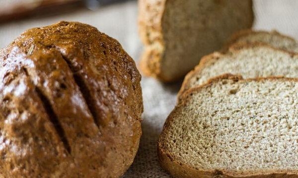 Άκης Πετρετζίκης: Πανεύκολο σπιτικό ψωμί με γιαούρτι και χωρίς μαγιά