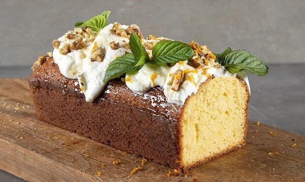 To υγιεινό κέικ του Άκη με ελαιόλαδο και γιαούρτι