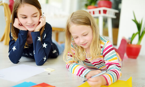 Τέσσερις πρωτότυπες ιδέες για δημιουργικά απογεύματα με τα παιδιά στο σπίτι