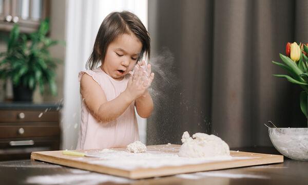 Αφράτα ψωμάκια με τυρί κρέμα που θα ξετρελάνουν τα παιδιά (vid)
