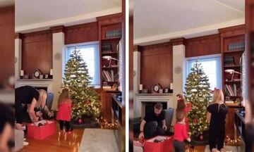 Σκαφίδα- Βαρδής: Δείτε πώς στόλισαν το δέντρο παρέα με τα παιδιά τους