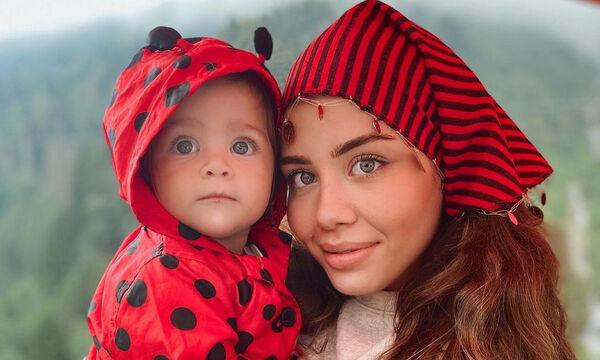 Mαμά φωτογραφίζει την κόρη της και το διαδίκτυο «λιώνει» (pics)
