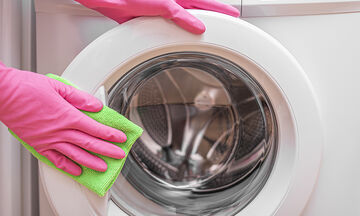 Tips για μαμάδες: Έτσι θα καθαρίσετε σωστά το πλυντήριο ρούχων (vid)