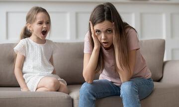Πώς θα συγκρατήσουμε τα νεύρα μας στα ξεσπάσματα των παιδιών μας;