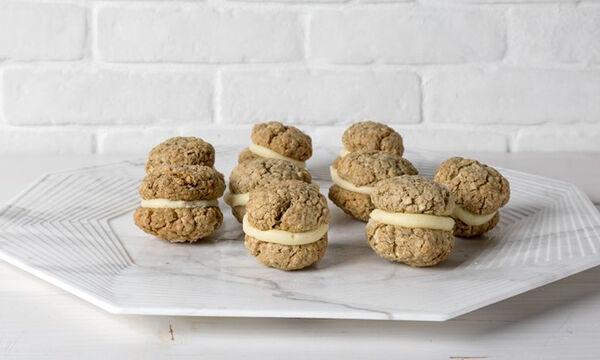 Μπισκότα βρόμης με κρέμα που θα λατρέψουν όλοι στο σπίτι