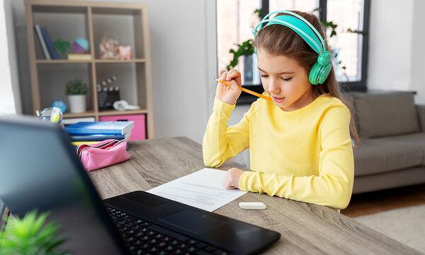 Πώς επηρεάζει η εξ αποστάσεως εκπαίδευση την ψυχολογία των παιδιών;
