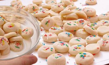 Μαγειρεύουμε παίζοντας: Φτιάξτε με τα παιδιά μπισκότα βανίλιας με 4 υλικά