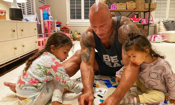 Dwayne Johnson: «Γίνεται χαλί» για τις κόρες του - Δείτε το βίντεο