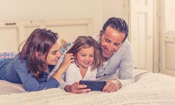 Πώς να βιώσετε την καραντίνα με την οικογένειά σας όσο πιο ανώδυνα γίνεται