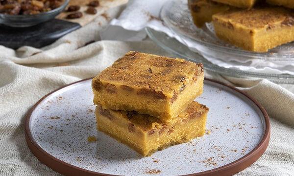 Μπομπότα γλυκιά με σταφίδες από τον Άκη Πετρετζίκη