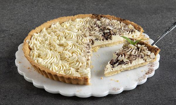 Τάρτα αμυγδάλου με κρέμα λευκής σοκολάτας από τον Άκη Πετρετζίκη