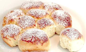 Έχετε ένα αβγό, αλεύρι και ζάχαρη; Φτιάξτε αυτό το τέλειο γλυκό (vid)