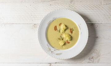 Αντιοξειδωτική σούπα με κουνουπίδι και κουρκουμά από τον Άκη Πετρετζίκη