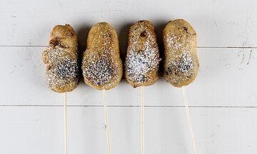 Tηγανητά μπισκότα σε ξυλάκι για παιδιά από τον Άκη Πετρετζίκη