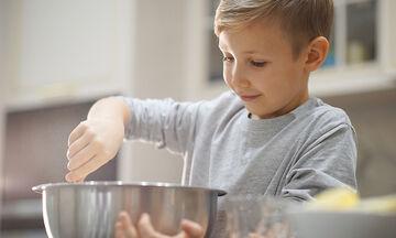 Κέικ γιαουρτιού - Το πιο γρήγορο κέικ που έχετε φτιάξει ποτέ (vid)
