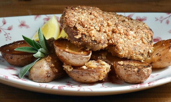 Φαγητό για το κυριακάτικο τραπέζι: Χοιρινές μπριζόλες ριγανάτες