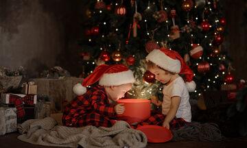 Παιδιά ανοίγουν τα δώρα τους και οι αντιδράσεις τους είναι απίστευτες