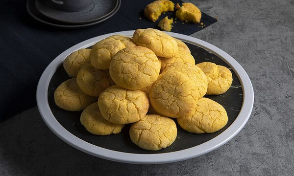 Άκης Πετρτεζίκης: Η συνταγή του για τα τέλεια μπισκότα λεμονιού