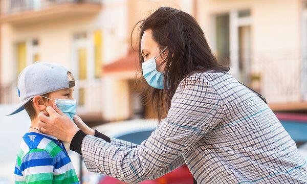 Πώς να αποφύγετε τις εξάρσεις της ακμής ενώ φοράτε μάσκα