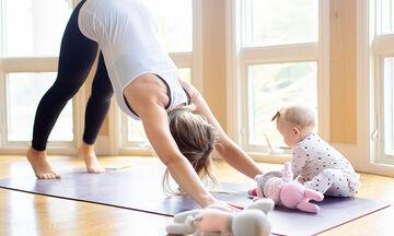 Γυμναστική στο σπίτι: Ασκήσεις που μπορείτε να κάνετε μαζί με το μωρό σας