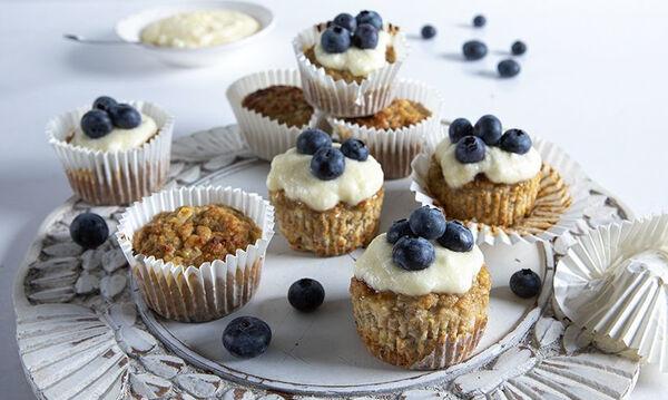 Υγιεινά muffins με πέντε υλικά από τον Άκη Πετρετζίκη