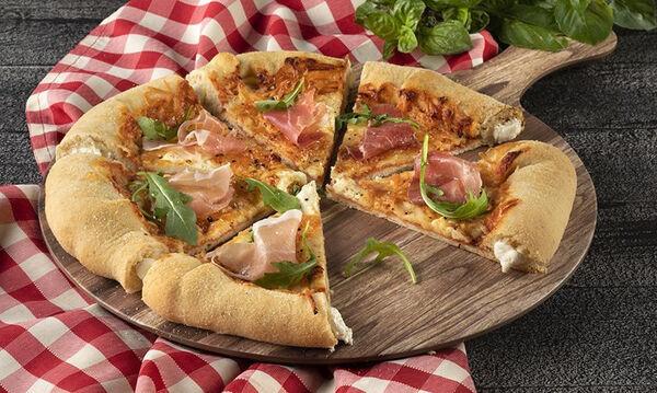 Πίτσα με 4 τυριά & κρούστα με τυρί κρέμα από τον Άκη Πετρετζίκη