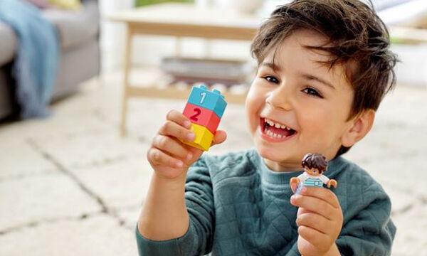 Παιδιά στο σπίτι: Οι επιλογές που θα τα βοηθήσουν να «χτίσουν» τη φαντασία τους