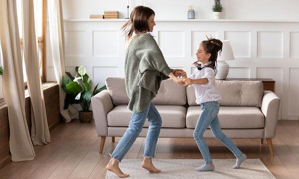 Γυμναστική για μαμάδες: Χορέψτε 15 λεπτά και χάστε θερμίδες