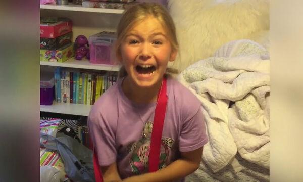 Έβαλε τα κλάματα όταν είδε το δώρο των γονιών της (pics)