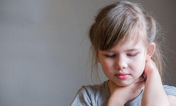 Πότε να ανησυχήσετε για τον πονόλαιμο του παιδιού σας