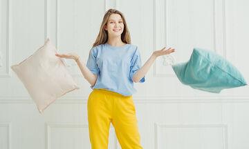 Tips για μαμάδες: Πώς να καθαρίσετε τα διακοσμητικά μαξιλάρια του καναπέ
