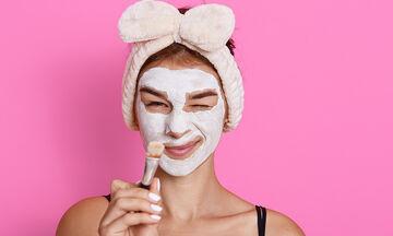 Σπιτικές μάσκες προσώπου για τις μαμάδες που δεν έχουν πολύ χρόνο (vid)