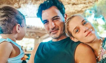 Τζένη Θεωνά - Δήμος Αναστασιάδης: «Μετακίνηση 6» με τον γιο τους (pics)