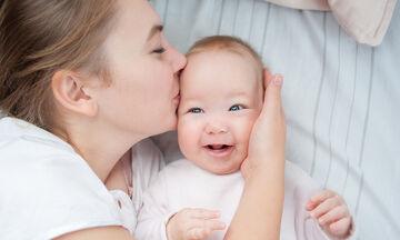 Πότε αρχίζουν τα μωρά να χαμογελούν συνειδητά;