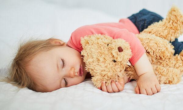 Πόσες ώρες ύπνου χρειάζονται τα νήπια;
