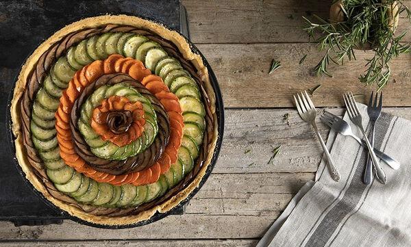 Αλμυρή τάρτα λαχανικών από τον Άκη Πετρετζίκη