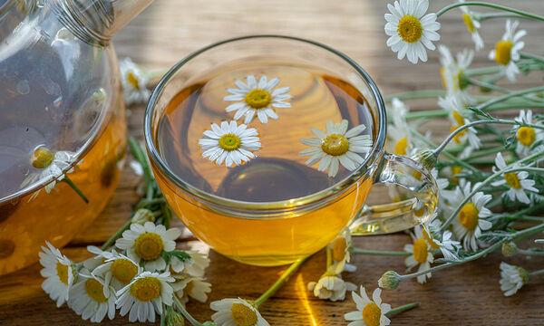 Tips για μαμάδες: Πέντε χρήσεις του χαμομηλιού στη ρουτίνα ομορφιάς