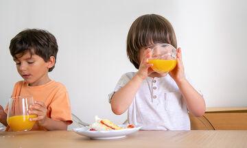 Κέικ πορτοκαλιού για παιδιά που έχουν δυσανεξία στη γλουτένη (vid)