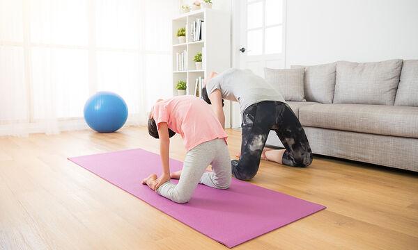Γυμναστική για μαμάδες: Workout μέσα στο σαλόνι του σπιτιού (vid)