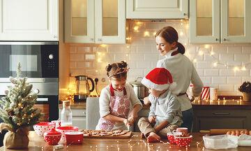 Χαρείτε τις φετινές γιορτές μαγειρεύοντας με τα παιδιά