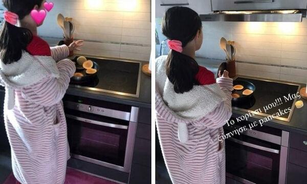 Κόρη γνωστής Ελληνίδας μαμάς ετοίμασε pancakes για πρωινό