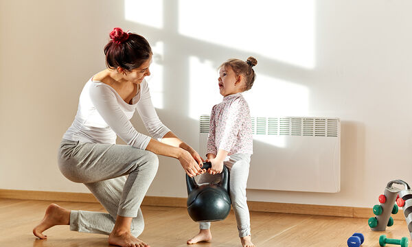 Γυμναστική για μαμάδες: Η άσκηση με kettlebell που πρέπει να κάνετε
