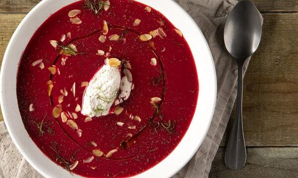 Βελουτέ σούπα με παντζάρι από τον Άκη Πετρετζίκη
