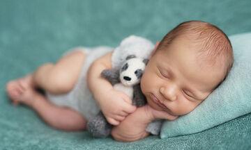 Η βραδινή ρουτίνα ύπνου ενός νεογέννητου: Τι  περιλαμβάνει (vid)