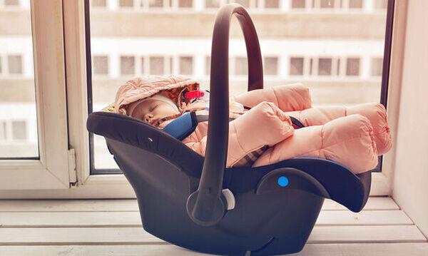 Μωρό 4 ημερών: Μπορεί να καθίσει σε κάθισμα αυτοκινήτου;