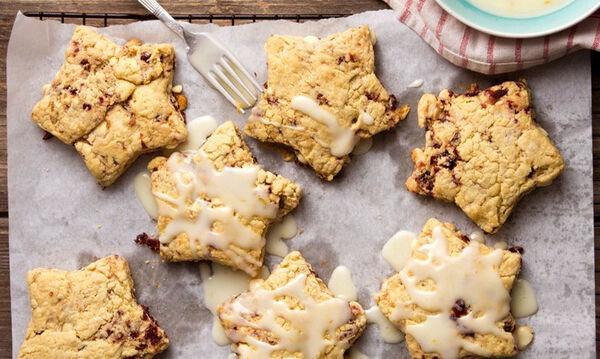 Χριστουγεννιάτικα scones με λευκή σοκολάτα που θα λατρέψουν τα παιδιά