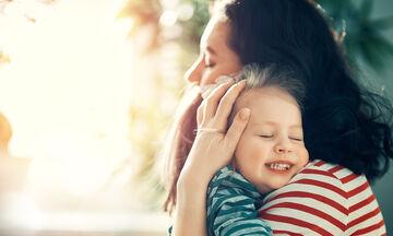 Παγκόσμια Ημέρα Αγάπης: 10 τρόποι για να δείξουμε στα παιδιά την αγάπη μας