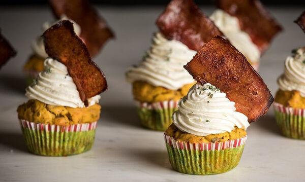 Αλμυρά cupcakes γλυκοπατάτας από τον Άκη Πετρετζίκη